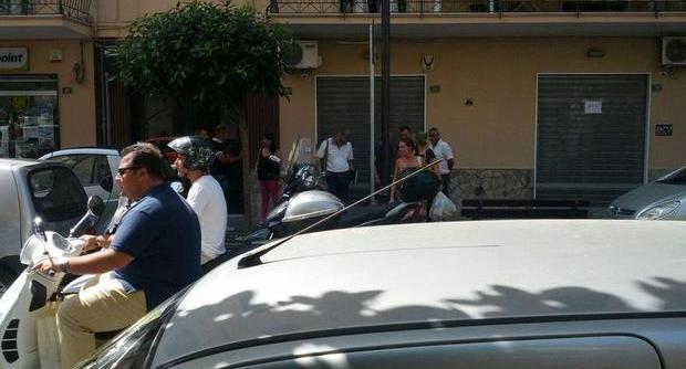 Antonio Angrisani, l'assessore di Nocera Inferiore (Salerno) in Vespa senza casco