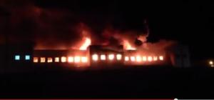 Nola (Napoli): fabbrica tessile in fiamme, pompieri al lavoro da 20 ore