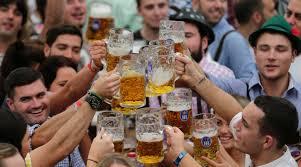Germania,Oktoberfest di Monaco, uomo violentato mentre urina tra i cespugli