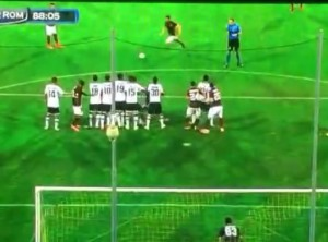 Parma-Roma, Pjanic punizione-gol decisiva sotto l'incrocio VIDEO