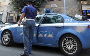 Milano, cade in bici e aggredisce giovane soccorritrice: arrestato