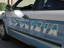Lecce. Litiga con ex moglie e compagno: schiacciano poliziotto con l'auto