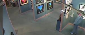 Gb, stacca un quadro dal museo e prova a rubarselo: la vigilanza lo blocca