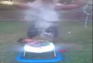 Ice bucket challenge, Reggie Stewart fa doccia gelata alla nipotina di 10 mesi
