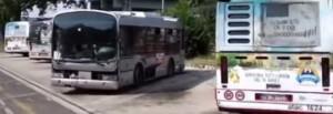 Rom distruggono i bus al deposito della Magliana a Roma e abbandonano il metallo in strada