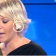 Sabrina Gandolfi saluta l'ex conduttrice Paola Ferrari in diretta