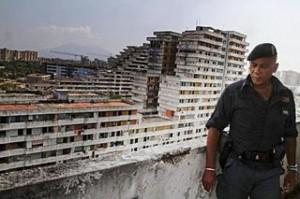 Camorra, Scampia: preso latitante Antonio Della Corte, si stava gettando da terrazzo