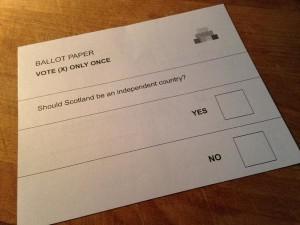 """Scozia, affluenza all'80%. Exit poll Edimburgo: """"Sì"""" al 52%. Spoglio cominciato alle 23"""