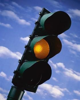 Semaforo giallo, meno di 3 secondi la multa non è valida