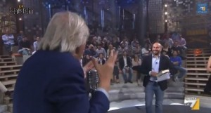 """Vittorio Sgarbi: """"Ridatemi il mio iPhone rubato. Stronzi cornuti, vi dò mille euro"""""""