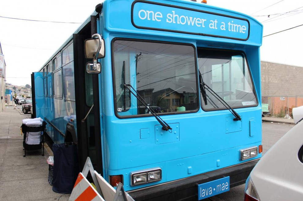 """""""Shower bus"""": il bus che offre docce ai senzatetto di San Francisco (foto)"""