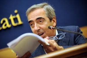 """Gasparri: """"Governo ancora vago sui salari delle forze ordine"""""""