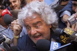 Beppe Grillo, nemmeno i grillini gli danno i soldi per il Circo Massimo