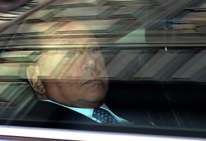 Berlusconi viale del tramonto. Contro Pascale, Rossi Forza Italia in rivolta