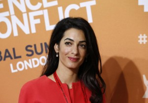 Amal come Kate Middleton: in McQueen per sposare George Clooney
