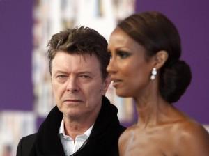 David Bowie maniaco del sesso: orge con sua moglie Angie e Mick Jagger