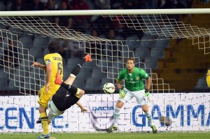 Heurtaux video gol rovesciata in Udinese-Parma 4-2