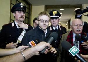 """Garlasco, perizia: """"Alberto Stasi non può non aver calpestato sangue"""""""