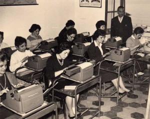 Precari scuola da assumere subito: ma servono 916 prof di steno-dattilografia?
