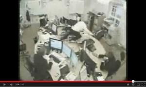 Stress da ufficio: 1) stampante 2) telefono 3) pallina di carta… VIDEO compilation