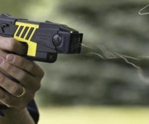 Pistola elettrica taser per la Polizia: sperimentazione approvata