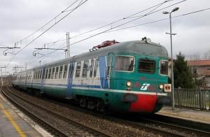 Giovani borseggiatrici scappano dal treno gettandosi dal finestrino