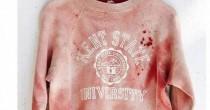 La felpa con sangue finto<br /> criticata Urban Outfitters