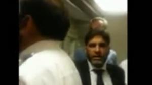 Pakistan, aereo attende due ore l'ex ministro: i passeggeri si ribellano