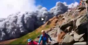 Giappone: eruzione vulcano Ontake, cenere travolge escursionisti in fuga VIDEO