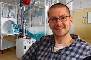Will Pooley, l'infermiere guarito da ebola donerà sangue per salvare collega