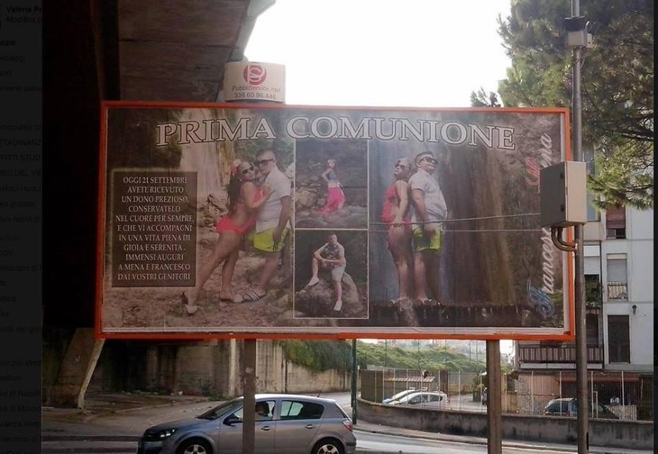 Cartellone della prima comunione a Napoli. Il sacramento si fa kitsch FOTO