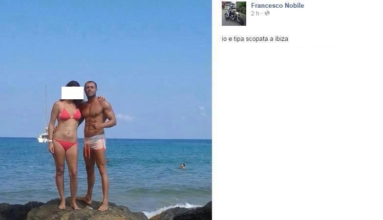 """Pubblica foto su FB: """"Guardate chi mi sono fatto a Ibiza..."""" Pioggia di insulti FOTO"""