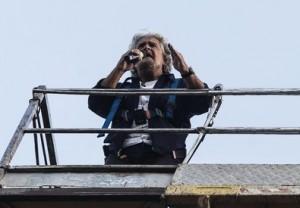 """Beppe Grillo al Circo Massimo, invoca colpo di Stato Militare: """"Via i cialtroni"""""""