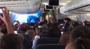 """""""Ho l'ebola"""": lo scherzo di cattivo gusto del passeggero a bordo di un aereo"""