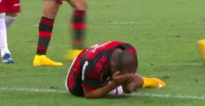 Calcio. Alecsandro si frattura il cranio in campo VIDEO