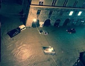 """Alluvione Genova, fiumi esondano e altra pioggia in arrivo: """"Non prendete auto"""""""
