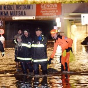 Alluvione Genova, folla aggredisce la municipale. Clima ti tensione in città