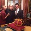 """Berlusconi, compleanno con """"torta-corona"""" insieme a Pascale e Noemi Letizia"""