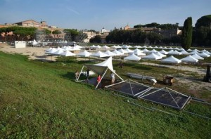 M5S al Circo Massimo: con 177 gazebo, c'è posto per sole 15mila persone
