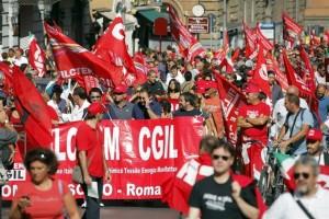 Corteo Cgil a Roma contro Jobs Act e Manovra. Pd diviso tra Leopolda e piazza