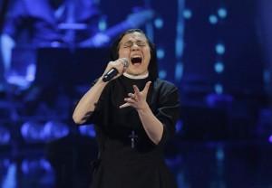 """Suor Cristina Scuccia sceglie """"Like a Virgin"""" di Madonna per lanciare l'album"""