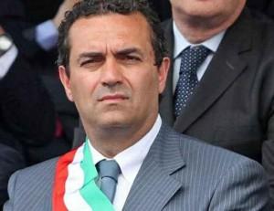 Napoli, De Magistris sindaco sospeso. Ma potrà votare per la Città metropolitana