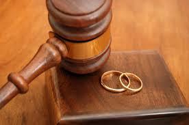 Divorzi italiani in Inghilterra con residenza finta: il giudice risposa tutti