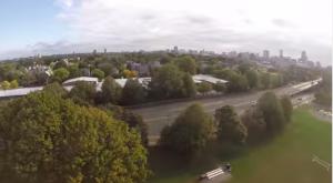 Drone viene attaccato da un falco in volo: il video