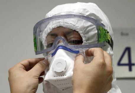 Ebola, caso sospetto a Roma: febbre e sangue dal naso all'Ufficio Immigrazione