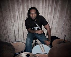 Gareth Brown, batterista Jovanotti condannato: lanciò bacchetta a una fan