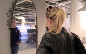 """Uno specchio che ti dice """"come sei bella oggi"""". L'ha inventato Ikea VIDEO"""