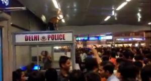 India, tre studenti africani aggrediti nella metro di Nuova Delhi