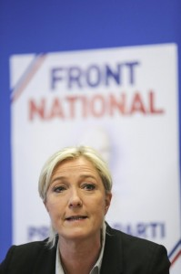 Marine Le Pen, il dobermann del padre sbrana la sua gattina e lei va via di casa