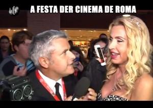 """Le Iene, Enrico Lucci alla """"festa der cinema de Roma"""" VIDEO"""